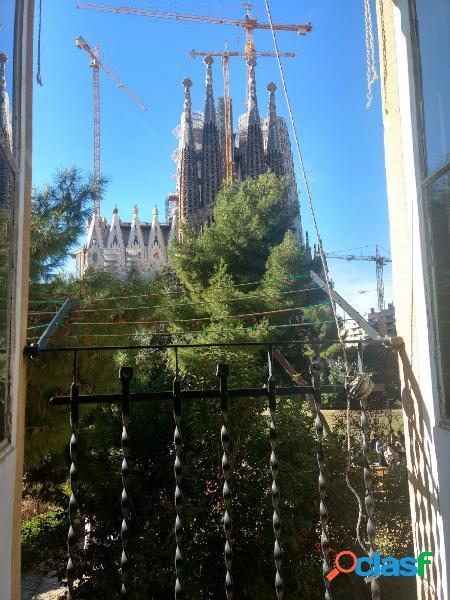 Disfruta de un mirador al templo de la sagrada familia
