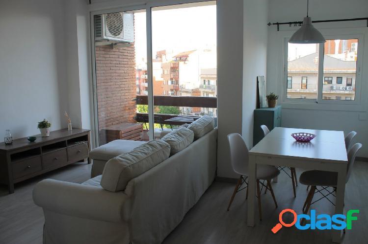 Alquilo precioso piso en sagrada familia, muy luminoso, 6º real de altura, bonitas vistas