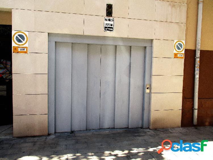 Plaza de garaje amplia de facil acceso en benalua. oportunidad