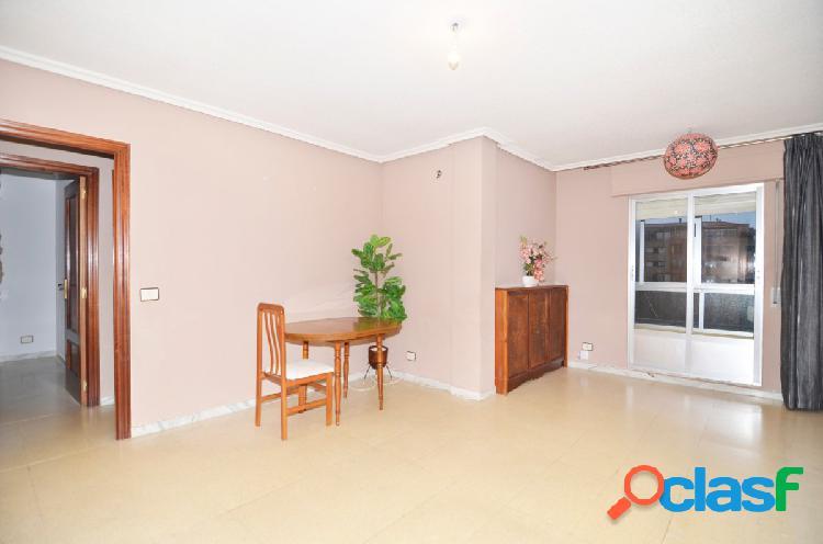 Urbis te ofrece un estupendo piso en zona tejares, salamanca.