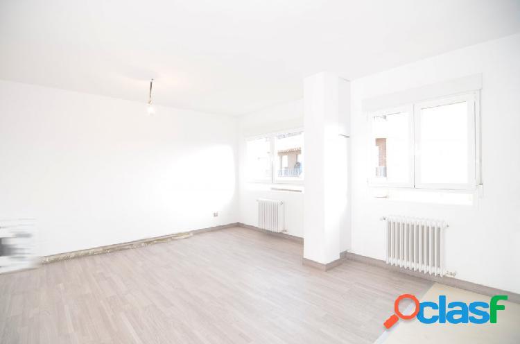 Urbis te ofrece un lujoso y reformado piso en zona garrido sur, salamanca.