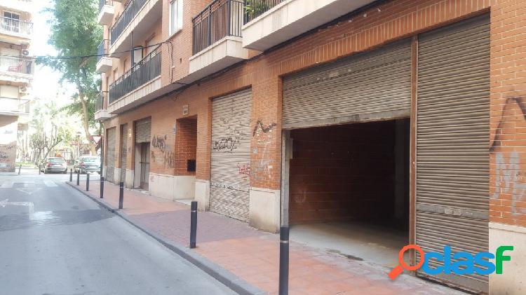 Alquiler de bajo comercial en el barrio del carmen