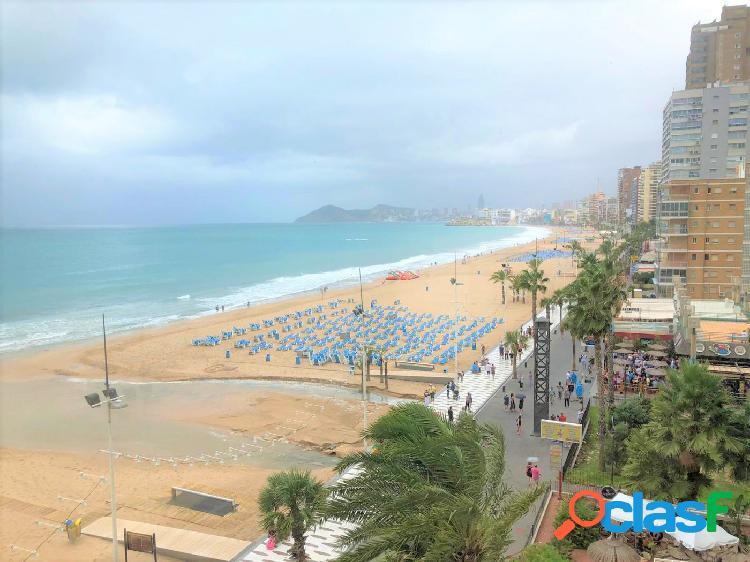 Primera linea de playa en levante, precioso apartamento reformado y amueblado.