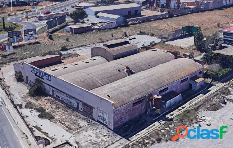 Nave industrial de 2.900 m² construidos en una parcela de 3.286 m²
