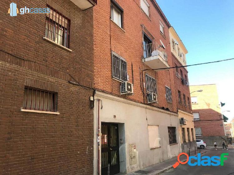 Piso en venta en barrio san isidro, carabanchel, madrid