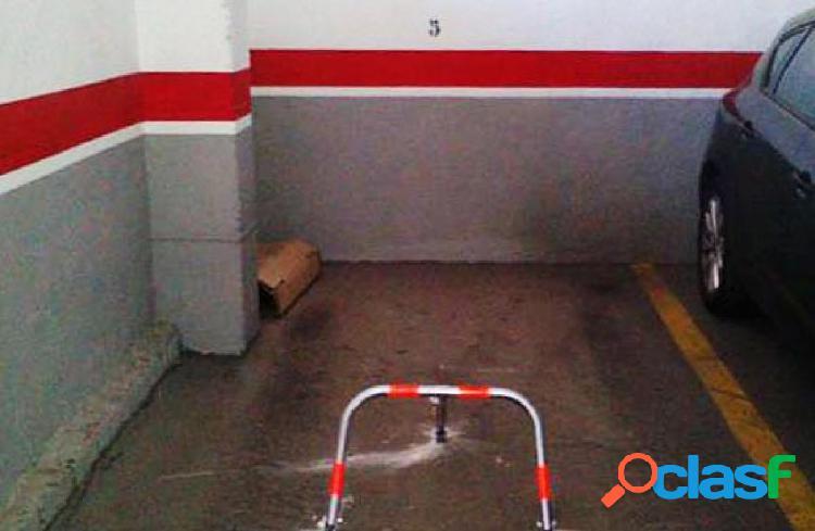 Desde banco - plaza de aparcamiento en calle ramón alarcón - los tilos