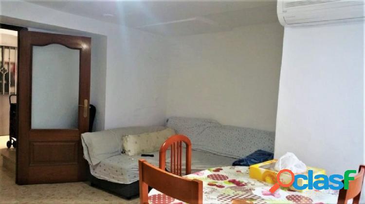 Casa en pleno centro con 5 dormitorios, patio, terraza y 3 balcones