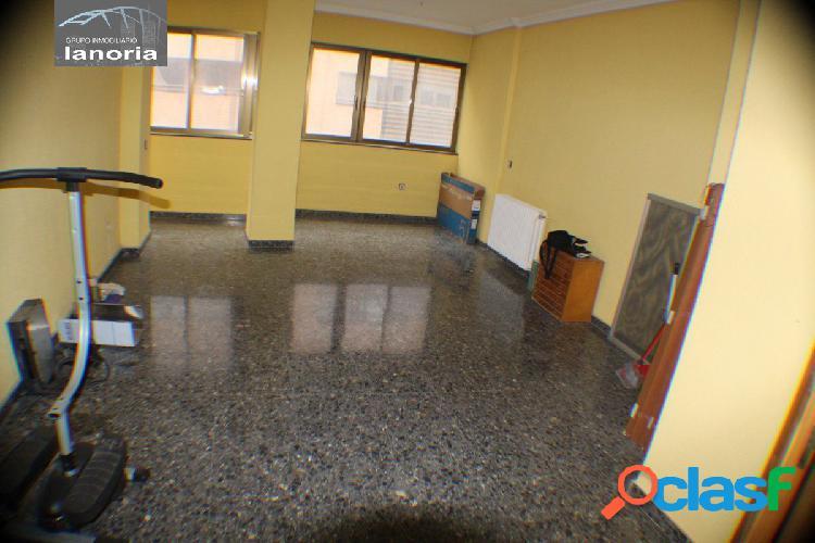 La noria vende piso, salón, cocina, 3dormitorios 2 baños completos