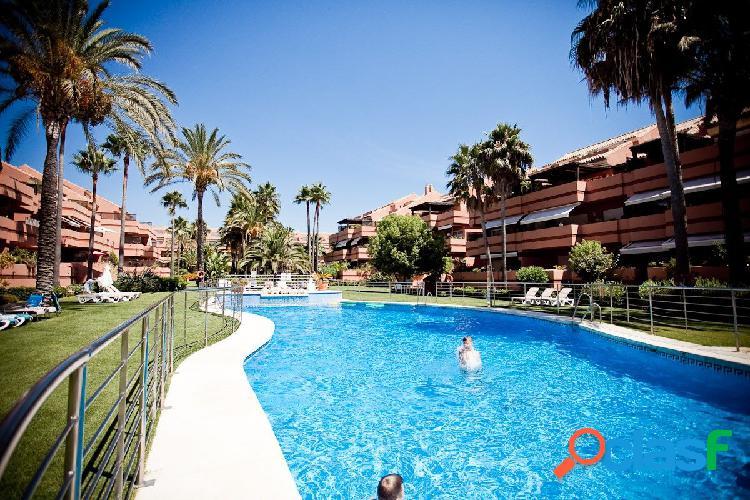 Apartamento de lujo con 4 dormitorios con seguridad 24 horas en marbella zona puerto banus