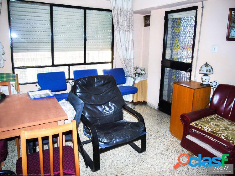 Se vende piso luminoso en Zona Concordia. / HH Asesores, Inmobiliaria en Burjassot/ 2