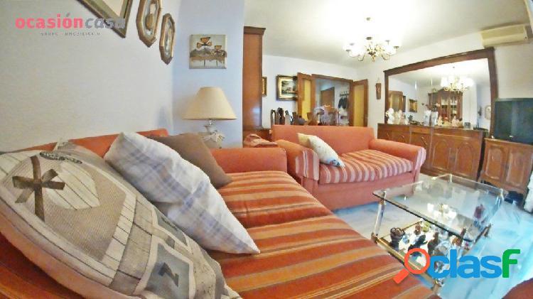 Piso de 4 habitaciones, garaje y trastero en zona suárez - martínez de la rosa