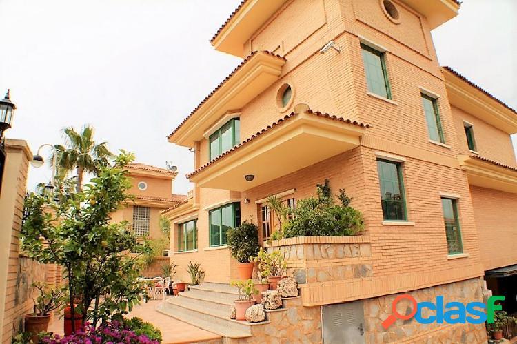Villa de lujo en zona rincón chalet con piscina propia!!!