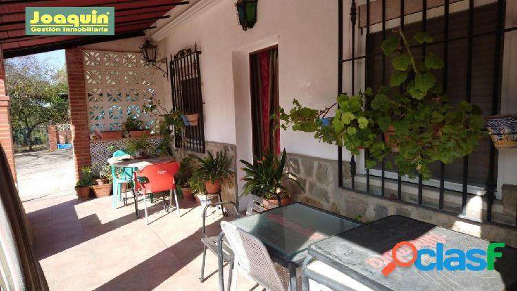 Se vende parcela con dos casas en siete fincas (no hipotecable). 110.000 €.