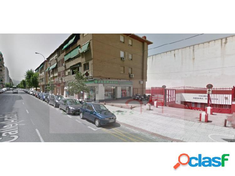 Se alquila plaza de parking cerrada para dos vehículos