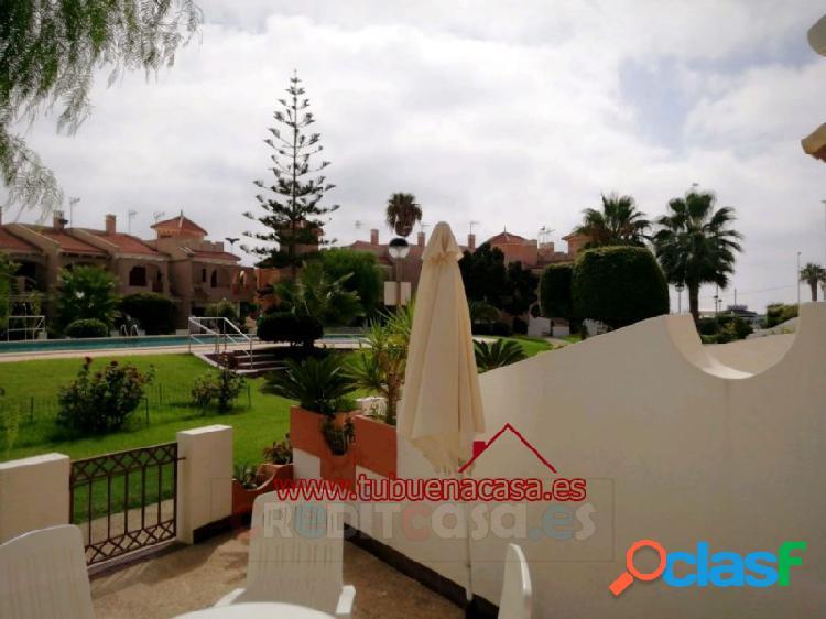 Dúplex en residencial con piscina. puerto de mazarrón