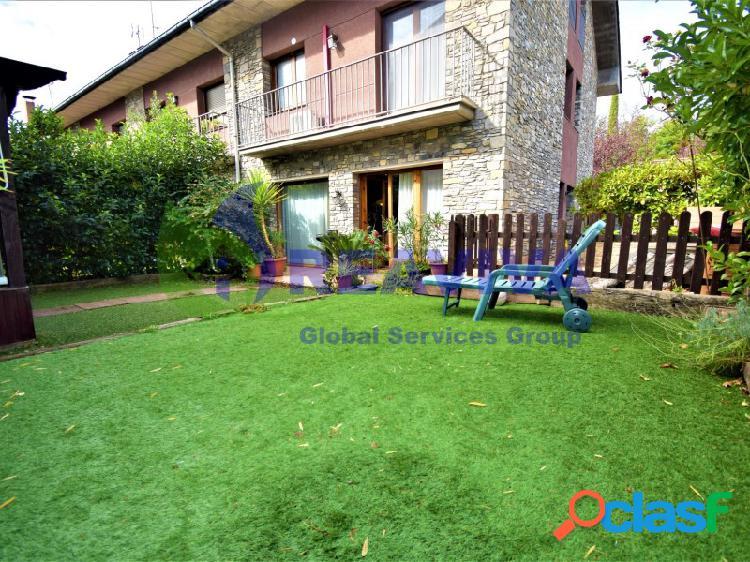 Casa esquinera con jardín en zona exclusiva de la seu