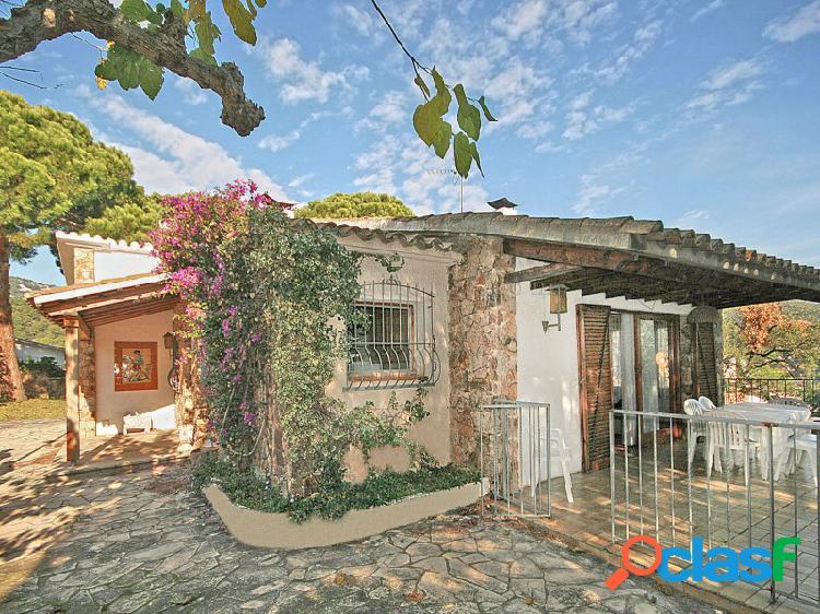 Casa con licencia turistica, situada en canyelles, a solo 1 km de la playa