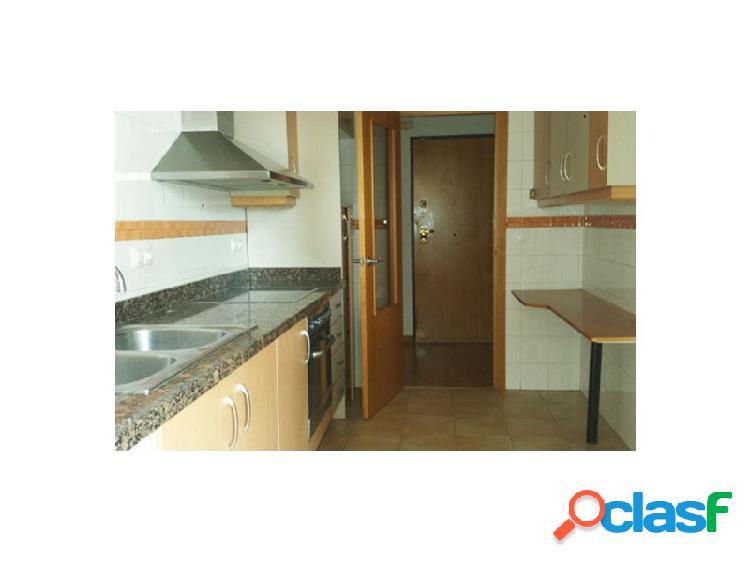 Bonito piso situado en edificio con zonas comunes como piscina, jardines, pádel y zona infantil