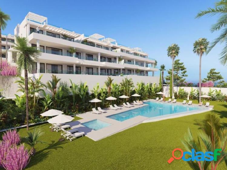 Disfrute + 300 días de sol y características de alta calidad diseñadas para su confort, conveniencia y seguridad. a poca distancia de la playa, sensacionales vistas al mar, piscina de agua sa