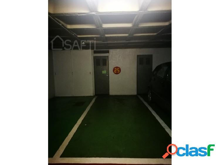 Plaza de garaje en parking privado en el centro de alicante con trastero