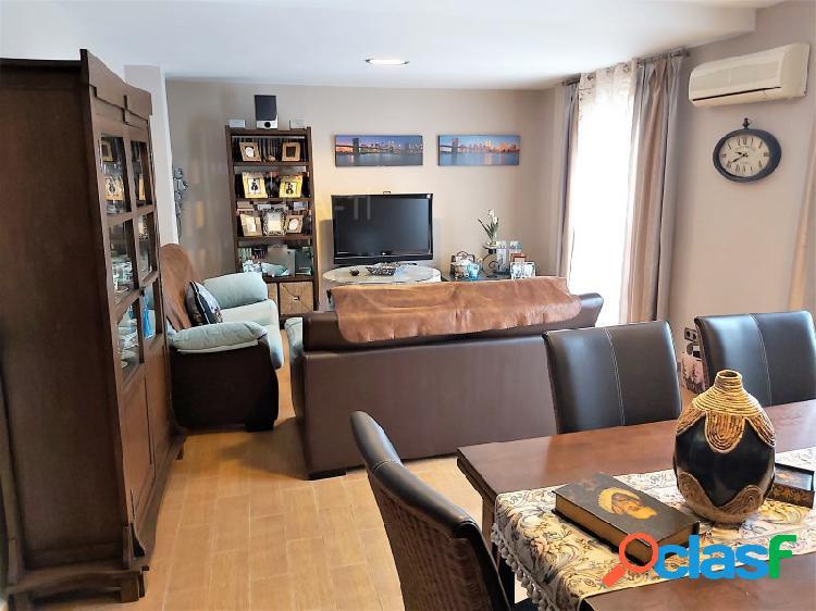 Se vende piso totalmente reformado, con mucha luz natural en pleno centro de mancha real