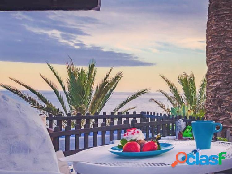 A la venta bungalow en playa del águila con vistas al mar.