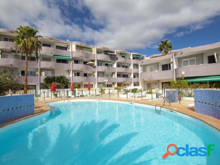 Un apartamento de dos dormitorios con una excelente vista al mar en san agustín a unos 300 metros de la playa de san agustín.