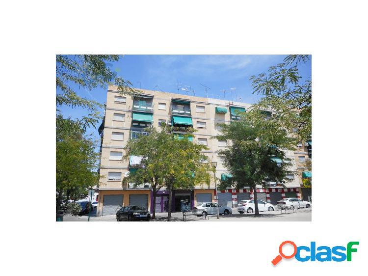 Gestion c pone a la venta un piso en granada, en el barrio de zaidin- santa juliana. rebajado!!