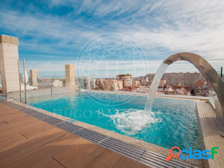 Terraza, vistas, parking y piscina.