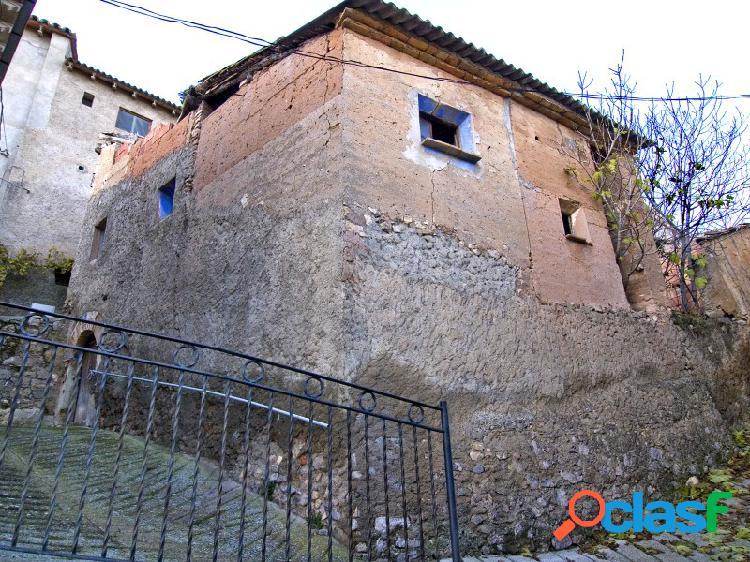 Casa de pueblo para rehabilitar en venta en Estopiñan Ribagorza Huesca