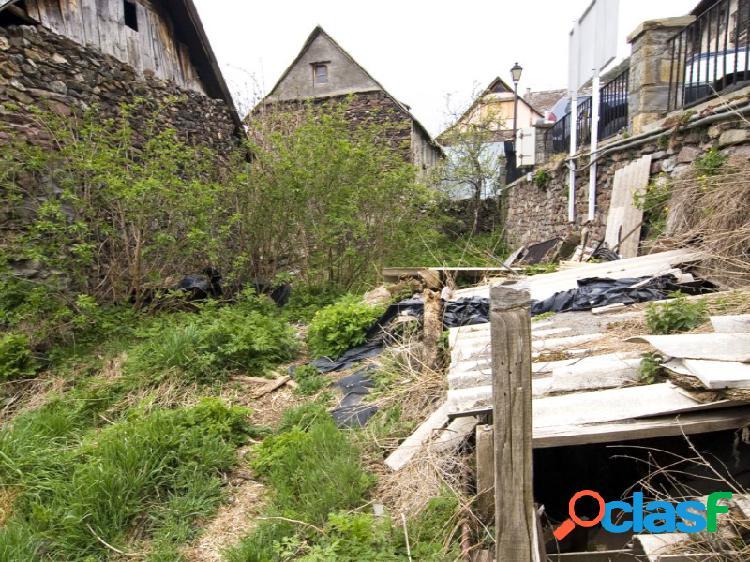 Solar urbano en el centro del pueblo de gistaín sobrarbe huesca.