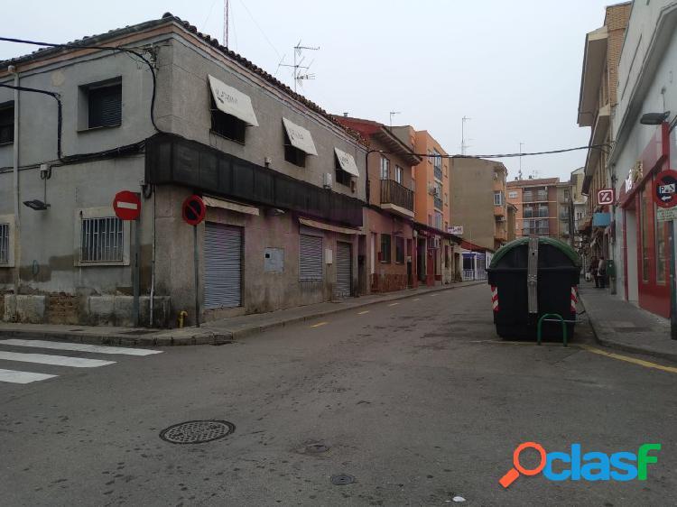 Barrio oliver, local comercial instalado frente a dia