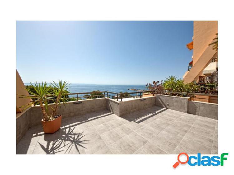 Apartamento de ensueño en illetas con una maravillosa vista sobre la bahía de palma con una gran terraza.