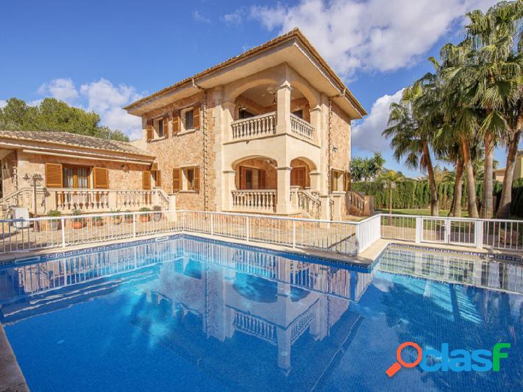 Magnífica villa forrada de piedra natural en la mejor ubicación de maioris !!