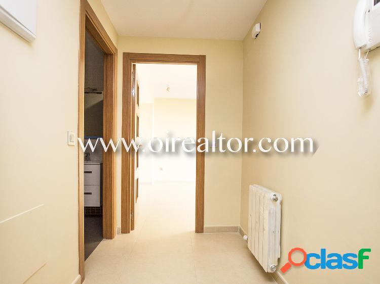 Acogedor ático-dúplex interior en venta con terraza y tres habitaciones en Calella, Barcelona 2