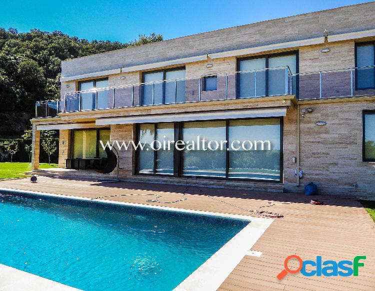 Villa lujosa en venta en la urbanización privada Santa Maria de Llorell, Tossa de Mar 1