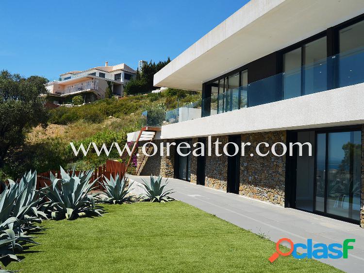 Hermosa villa contemporánea con impresionantes vistas de la bahía de rosas