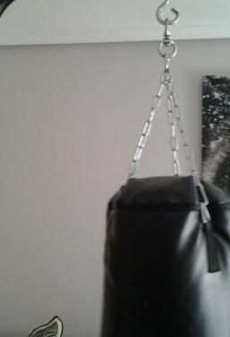Saco de boxeo con soporte suelo y pesas