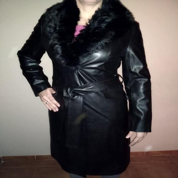 Abrigo polipiel elegante