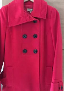 Abrigo rojo formula joven