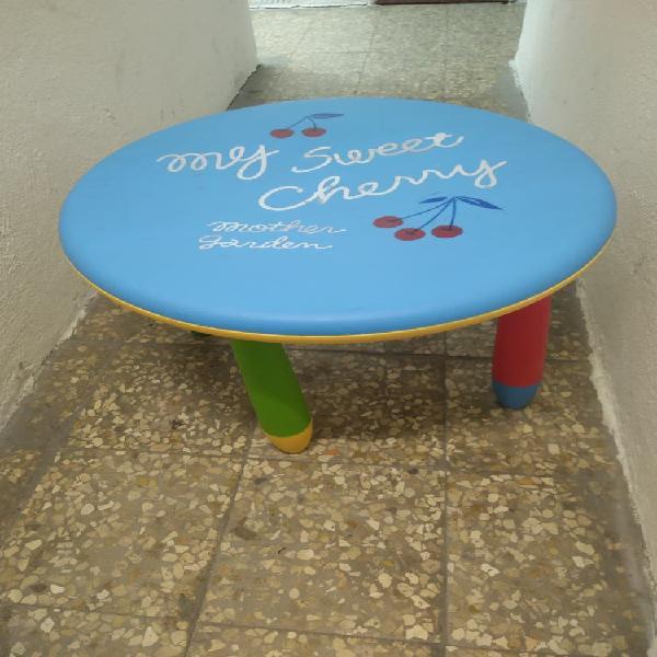 Mesa de actividades para niños