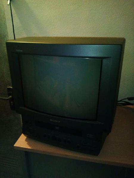 Regalo televisión 14 pulgadas con vhs integrado