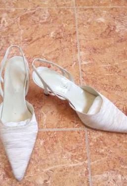 Zapatos de novia nuevos