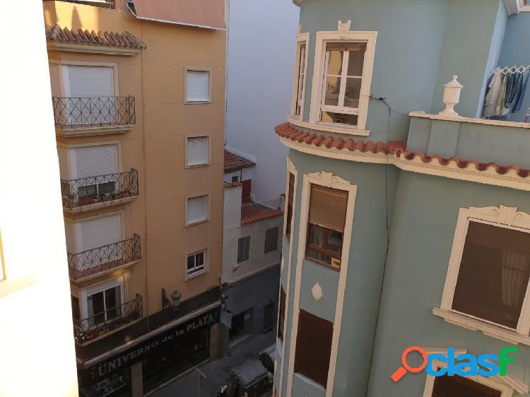 Preciosa vivienda en pleno centro de la ciudad,4 habitaciones con ascensor.