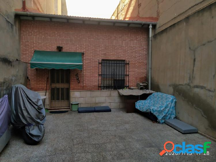 Vivienda unifamiliar,3 terrazas,parking.,ideal para vivir o inversores.se puede edif.4 plantas.