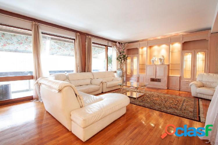 Magnífico piso al lado de francesc macià