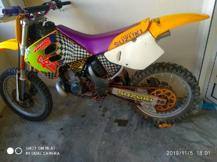 Moto de cross suzuki rm 250 2t