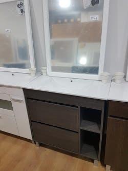 Mueble baño wengue con encimera lavabo y espejo