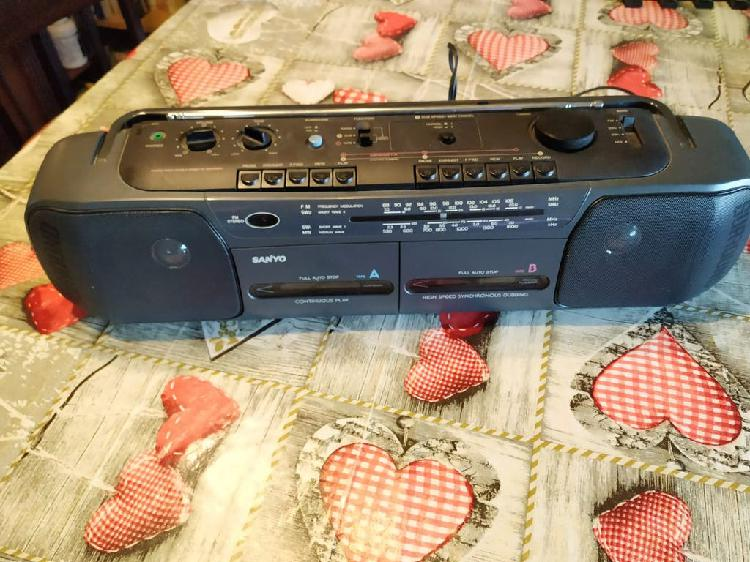 Radio cassette doble sanyo casi nuevo