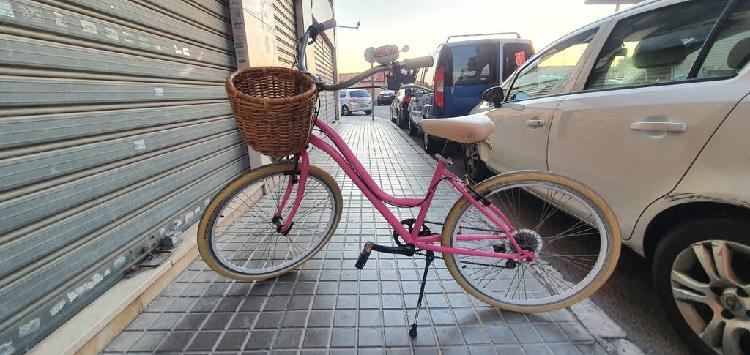 Bicicleta cruiser customizada.